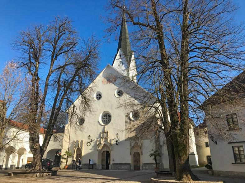 dove andare a pasqua in europa: La chiesa di San Pietro a Radovljica in Slovenia