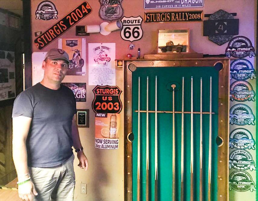 città americane di provincia Lovell in wyoming. aud's 4 corner bar