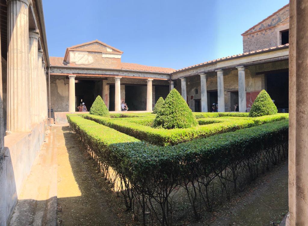 Pompei cortile casa romana